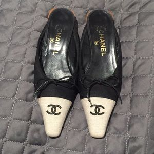 Chanel canvas Slides sz 37 (us 7)